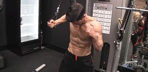 胸肌訓練-繩索下斜夾胸