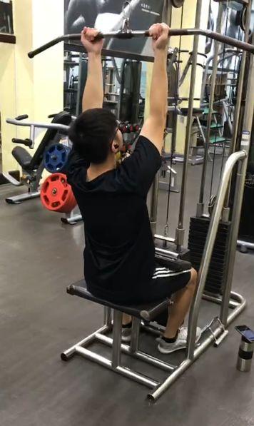 【滑輪下拉全攻略】10種下拉動作變化,幫你打造最強鬼背!感受度大幅提升
